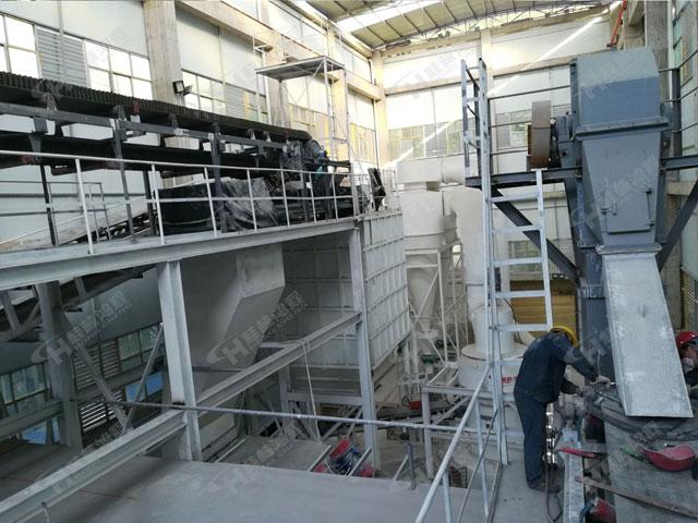 贵州大型纵摆式粉碎机桂林鸿程HC1700方解石雷蒙磨粉机