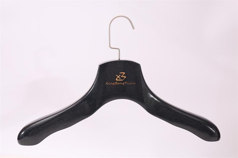 多彩衣架批发市场|肇庆好用的木制服装晾衣架供应