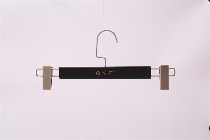 四會褲架生產廠家-肇慶專業的實木服裝褲架供應