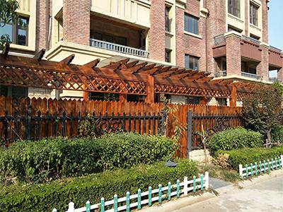 碳化木花架-想买新品经典花架栅栏,就到弘发园林景观