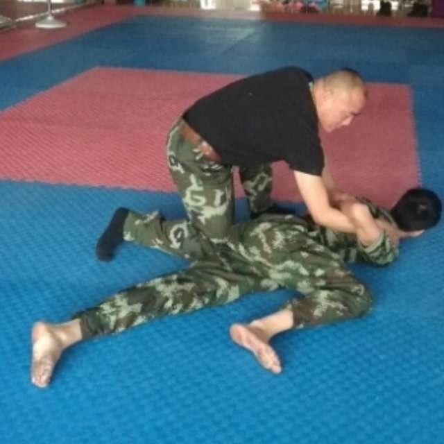 上海擒拿格斗、上海专业格斗、上海防身术培训、女子防卫雄鹰特卫