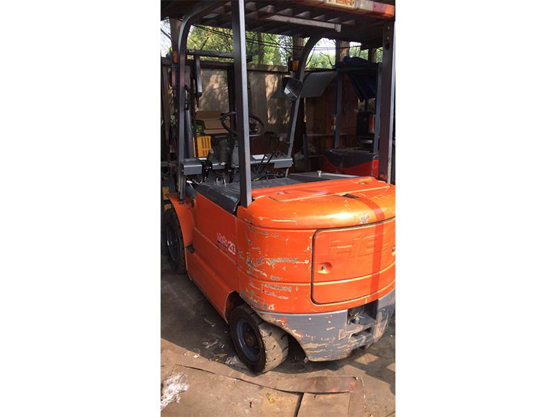 柳工内燃式叉车价格——想买好用的电动合力叉车,就来上海宝俸