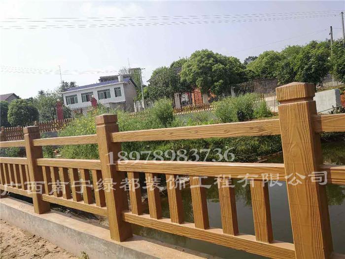 桂林混凝土仿木围栏 供应南宁新品广西景观仿木纹护栏