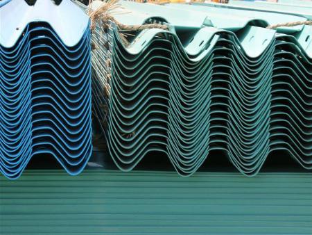 新乡哪里有好用的镀锌钢喷塑护栏供应_驻马店镀锌钢喷塑护栏厂家