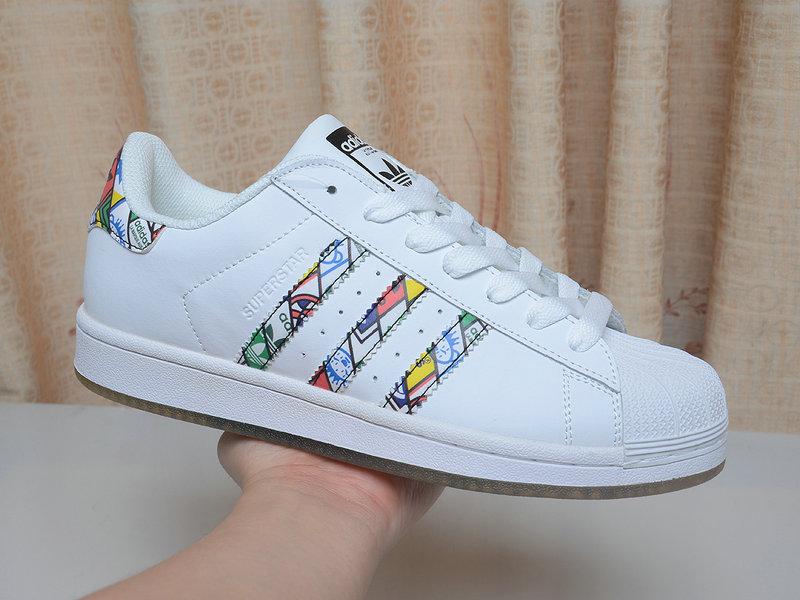 阿迪達斯三葉草板鞋貨源,高品質的三葉草貝殼頭板鞋哪里買