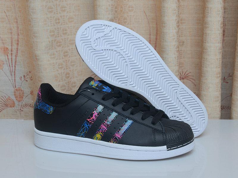 阿迪達斯鞋批發|實用的三葉草貝殼頭板鞋哪有賣