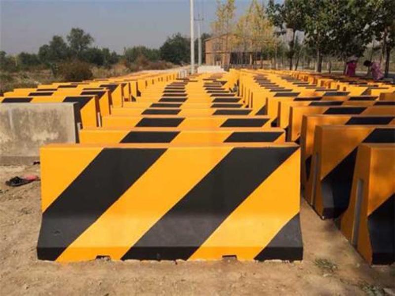 水泥墩护栏