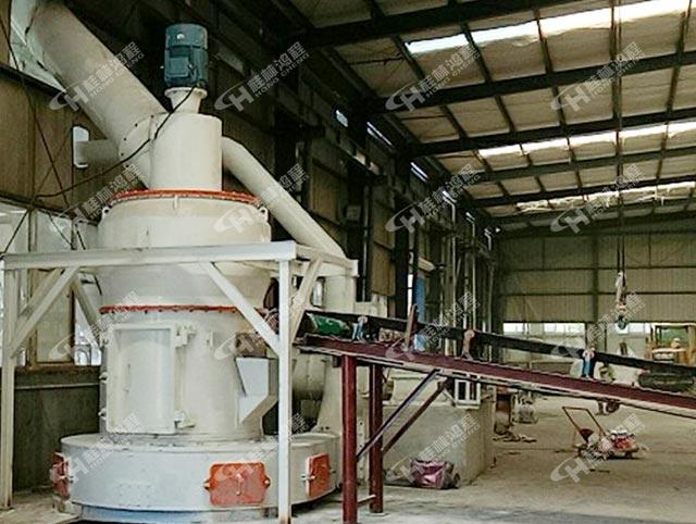 湖北大型纵摆式雷蒙磨HC1500粉磨280目轻钙悬棍磨粉机