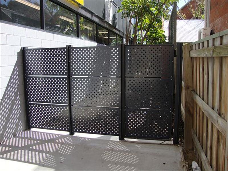 护栏用方孔冲孔网板--安平县万诺丝网