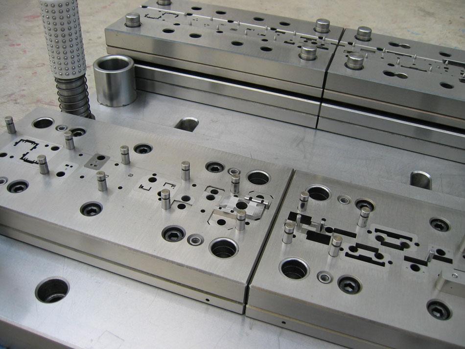 厂家直销广东控制器类模具-温控器定位板连续模报价