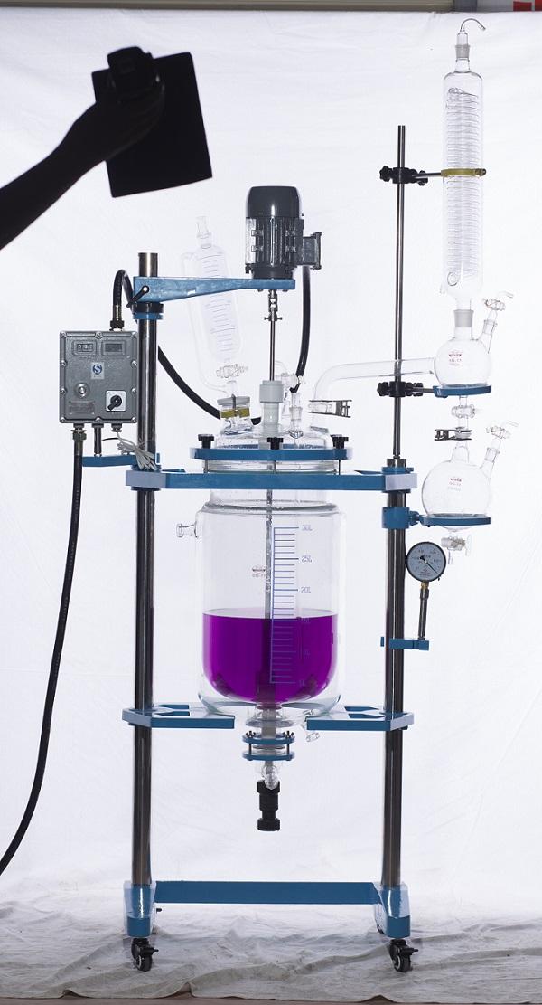 买好的玻璃反应釜,就选巩义市予华仪器-内蒙古双层玻璃反应釜