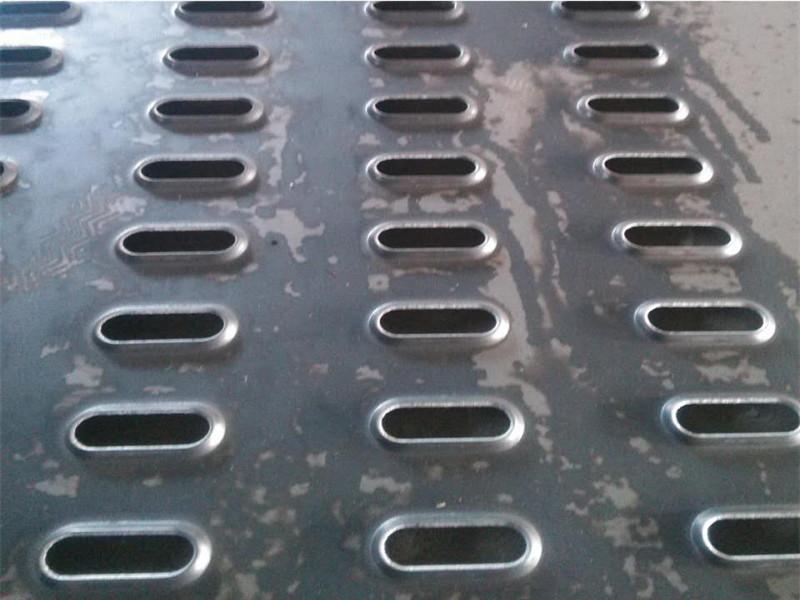 长圆孔联锁起鼓冲孔防滑踏步板--安平县万诺丝网
