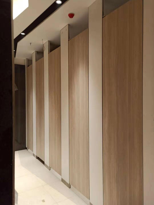 优良的卫生间隔断抗倍特铝蜂窝板哪里买,批发卫生间隔断