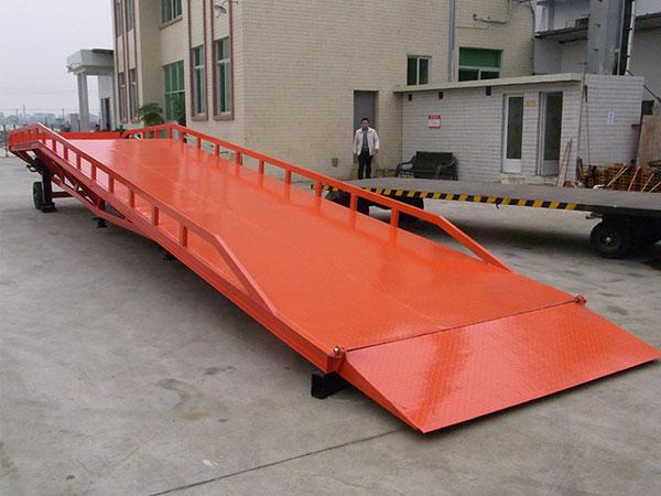 濟南鼎通升降機高質量的移動式登車橋-移動電動登車橋