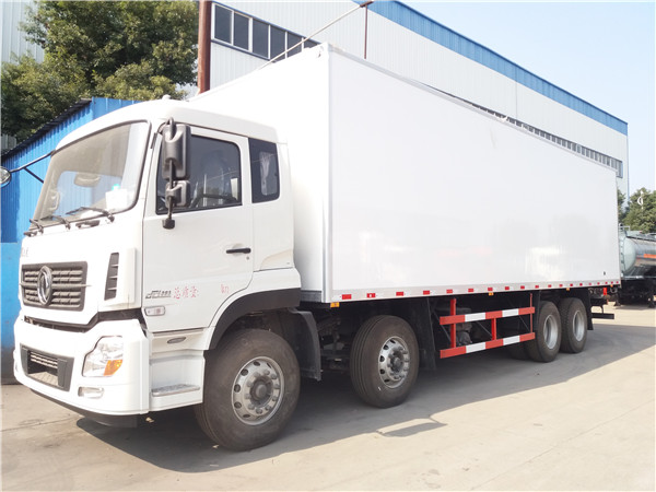 东风天龙9.6米冷藏车