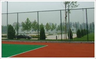 如何選購體育場護欄網,選質量好的體育場護欄網,就到鴻喆絲網