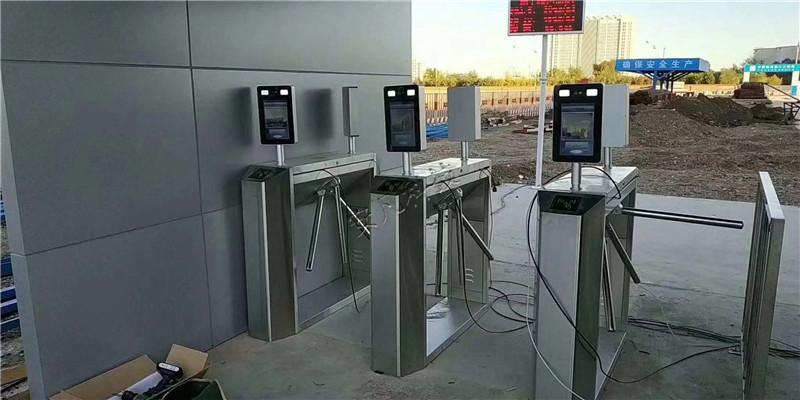 大量供应实惠的校园闸机系统 倾销定制校园人脸识别闸机系统