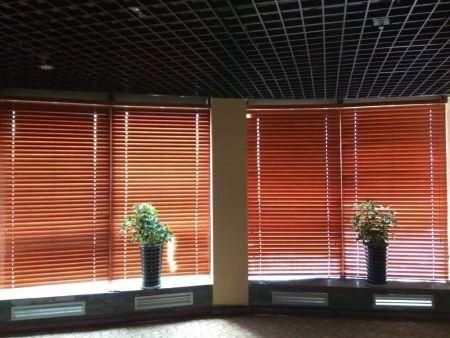陕西公司会议室窗帘安装|在哪能买到实惠的西安百叶窗帘