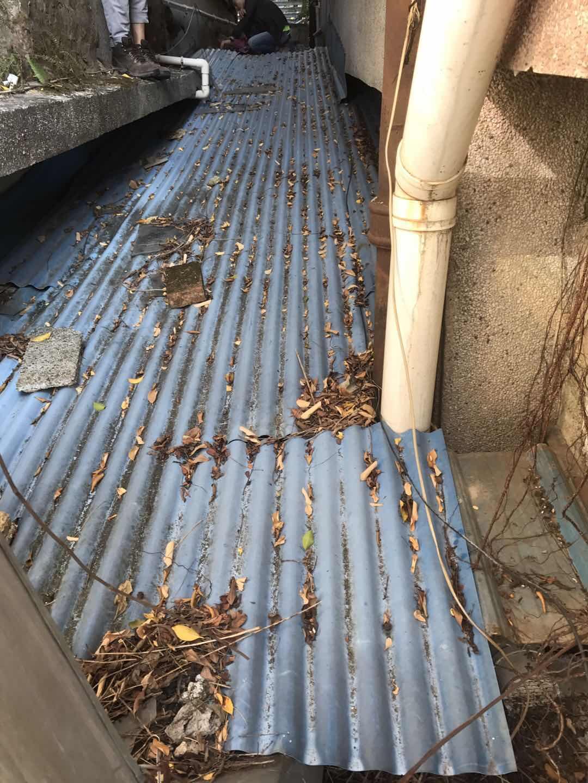 钢结构与水泥板面链接不实产生裂缝导致渗水