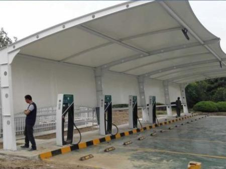 膜结构充电桩安装现场——潍坊景顺膜结构工程有限公司