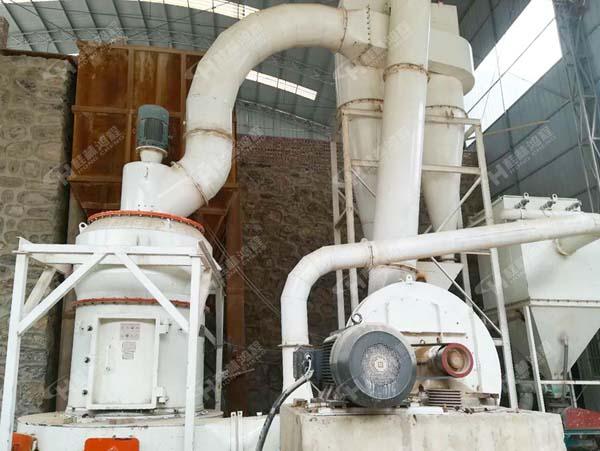 鸿程新型煤磨机 粉磨钾长石HCQ1500磨粉机 改进型雷蒙机