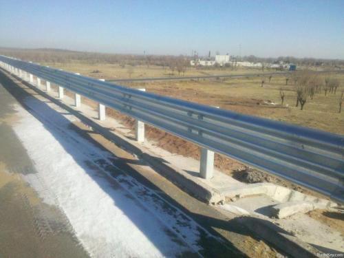公路波形护栏生产厂家-常德哪里有高质量的波形护栏板供应