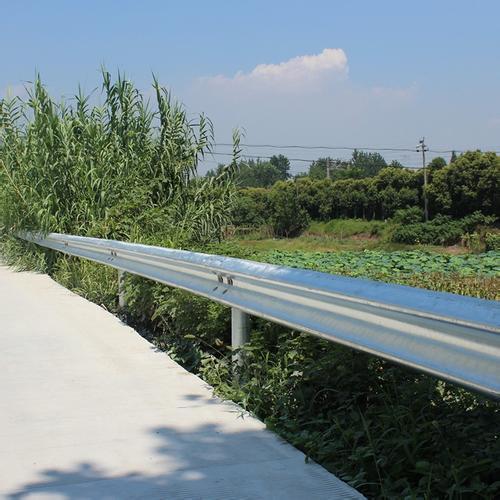 公路波形梁护栏生产厂家|常德优良波形护栏板推荐