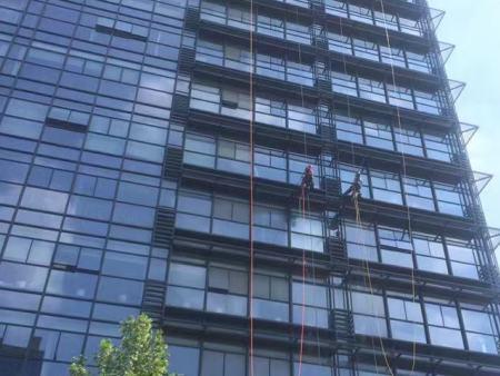 宁夏齐创洁美环保工程-专业的高楼外墙清洗服务提供商——甘肃大楼清洗公司