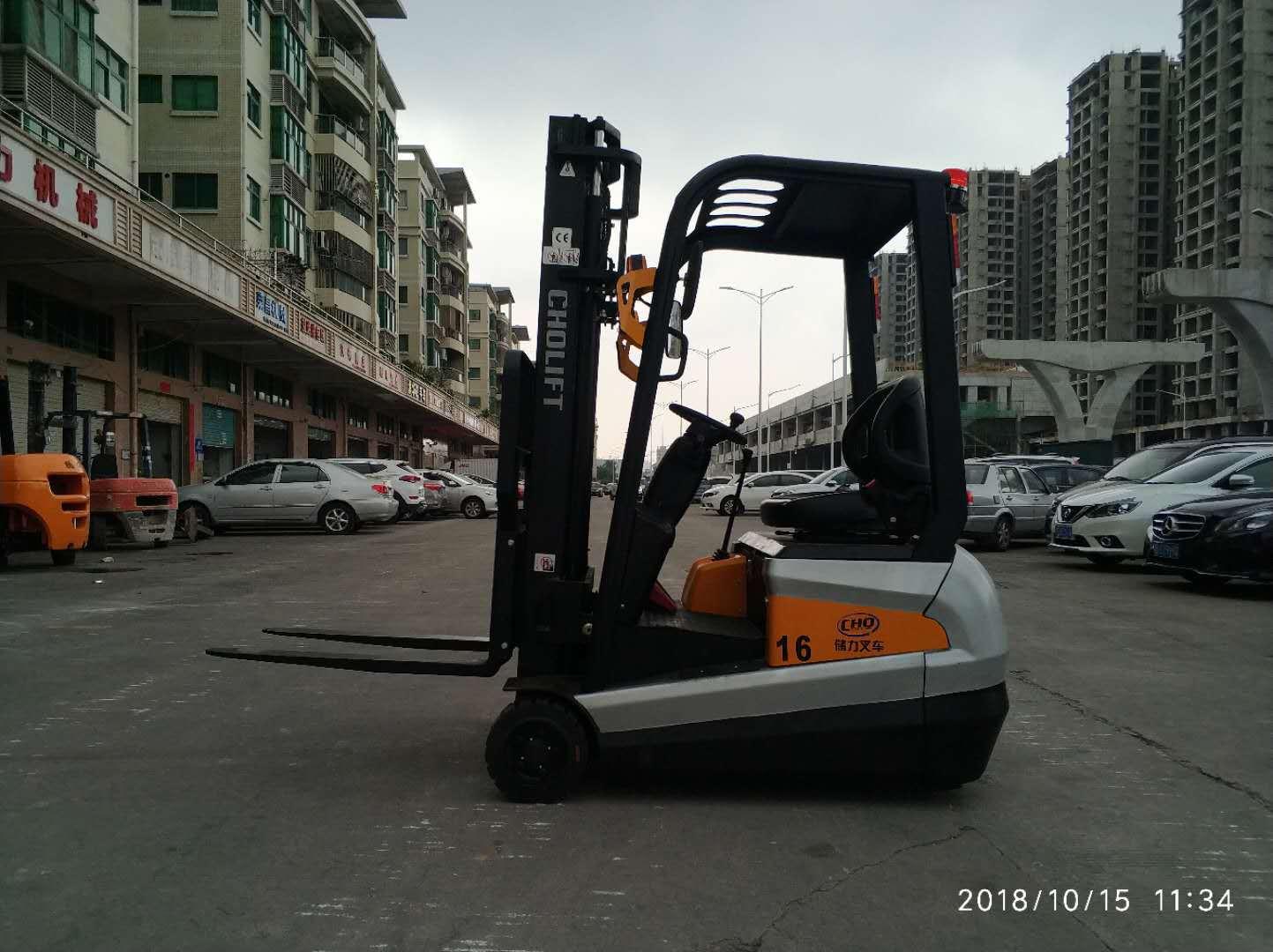优质的储力三支点电动叉车深圳哪里有售,批售储力电动叉车