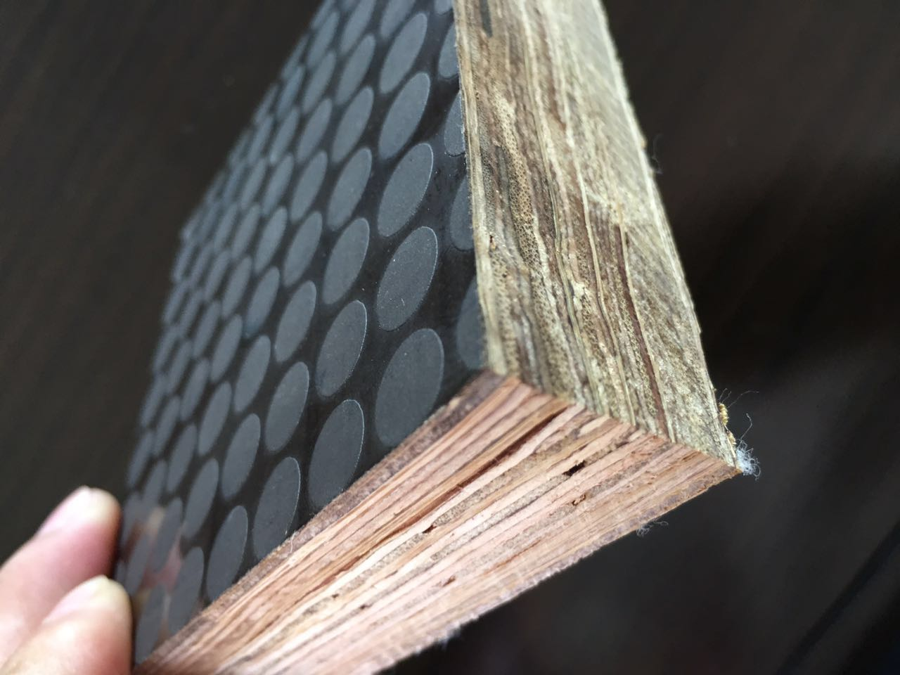 山东集装箱竹木复合地板厂家_集装箱竹底板供应商,当属鸿运木业