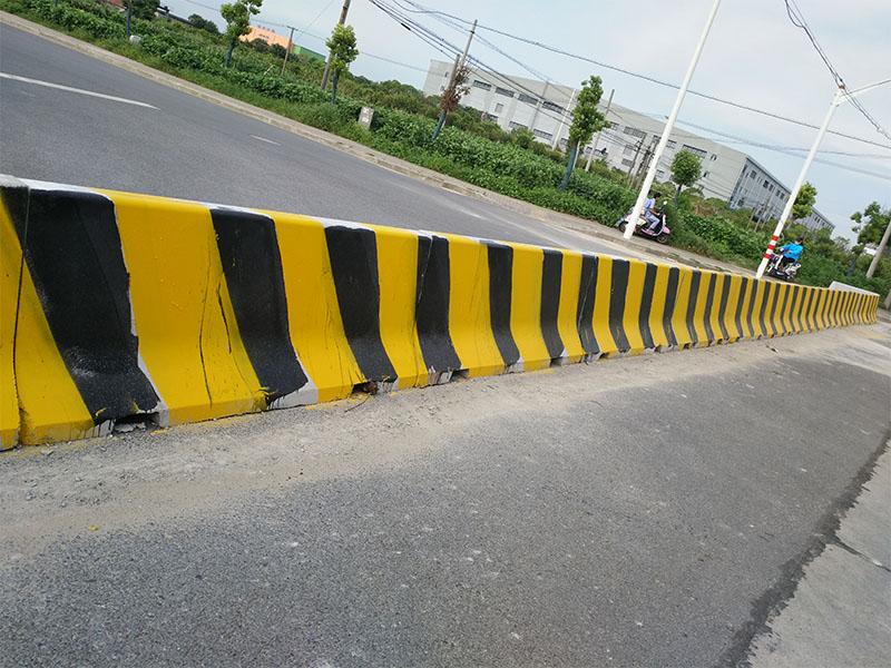 上海水泥隔离墩厂家_选销量好的混凝土隔离墩,就到地山秀美栏杆