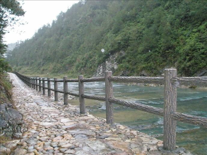丹凤县仿石水泥栏杆厂家-好用的商洛仿木栏杆哪里买
