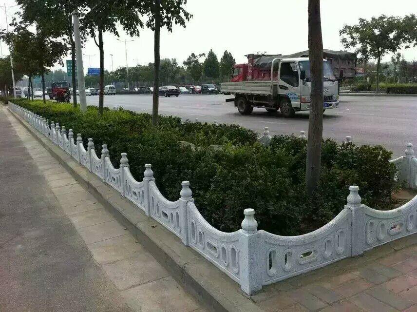 渭城仿木栅栏报价_哪里有卖新品咸阳草坪护栏