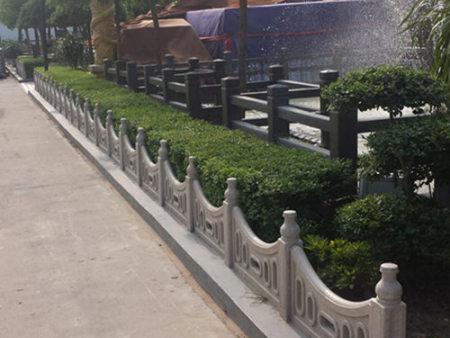 府谷仿木樁定制_陜西靠譜的草坪護欄供應商