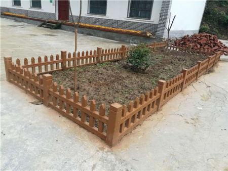 綏德仿木樁哪家好-哪兒有賣質量硬的草坪護欄