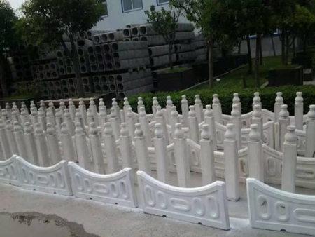 商州仿木栅栏加工_优良的草坪护栏哪里有