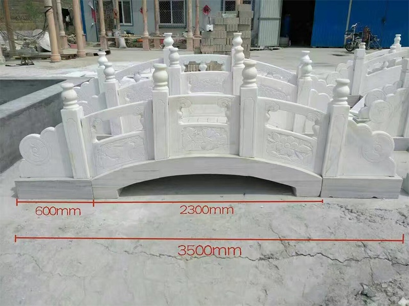 草白玉石欄桿加工-曲陽銘隆提供的石雕欄桿好不好