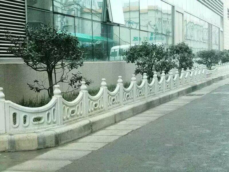 合阳县草坪护栏哪家好-供应西安销量好的草坪护栏