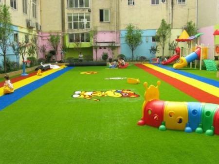 幼儿园室外人造草坪铺设,环保又安全