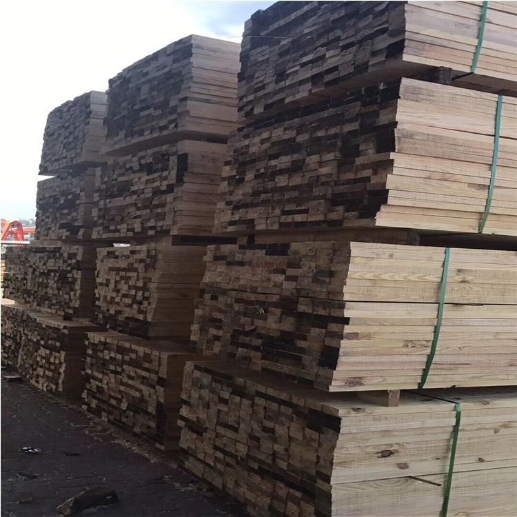 樟子松、铁杉松等树木加工成截面,坚固耐用