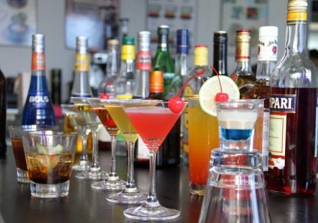 昆明调酒速成培训认准昆明云上紫-周到的时尚经典鸡尾酒制作