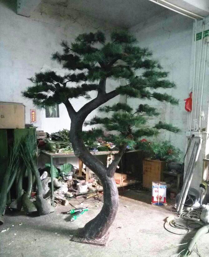 广州创意仿真松树-大型仿真迎松树