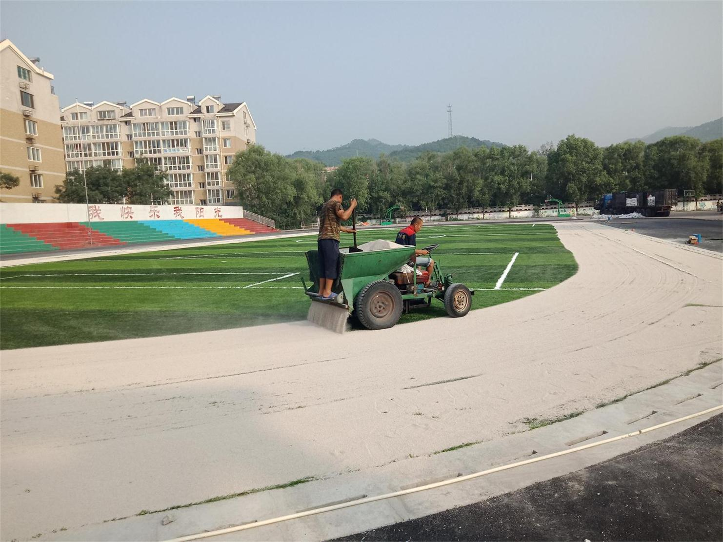 哈尔滨足球场人造草坪 买人造草坪就来奥健体育器材厂