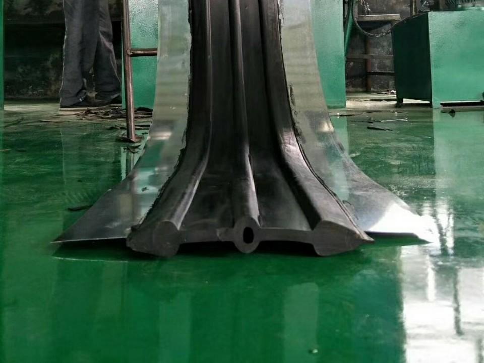 优质中埋式钢边橡胶止水带-维逸橡胶制品直销中埋式钢边橡胶止水带