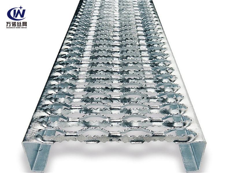 合金铝板冲孔鳄鱼嘴防滑板--安平县万诺丝网