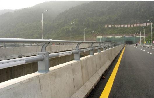 柳州河道隔离护栏_供应南宁品质好的河堤护栏