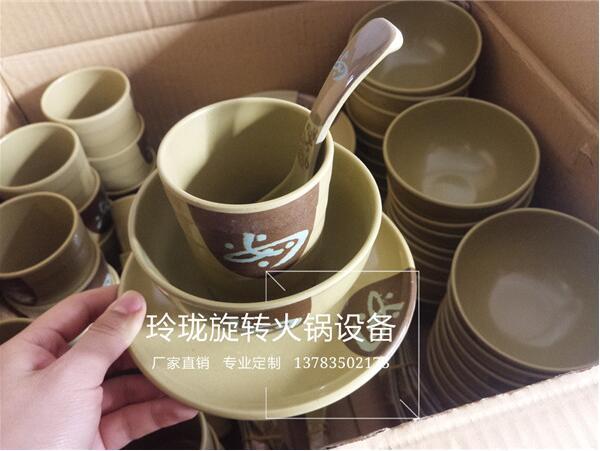 火锅餐具报价 供应郑州划算的旋转火锅设备室外款