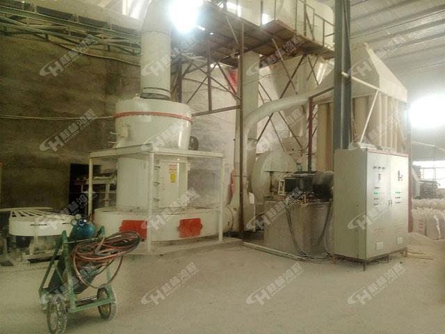 山西矿石雷蒙磨新型矿山粉碎机HCQ1500钾长石雷蒙机