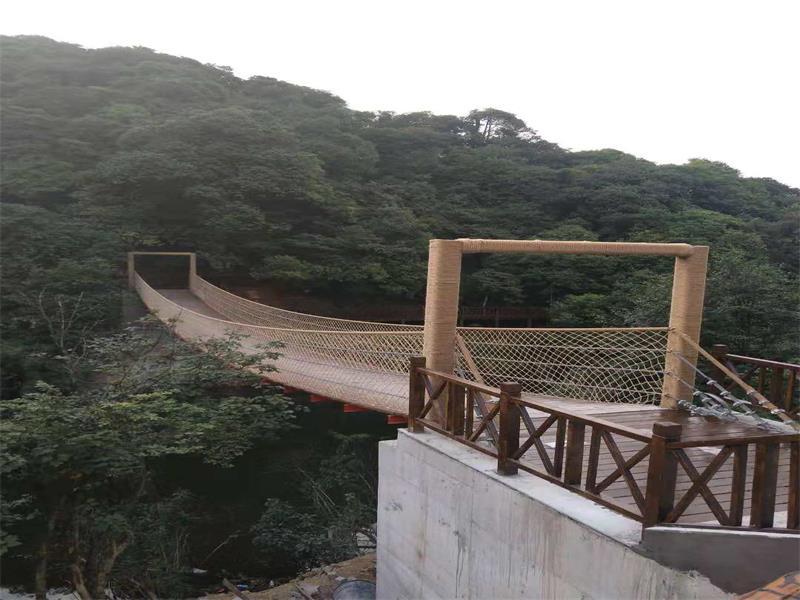 宜賓木板吊橋價格-專業供應木板吊橋