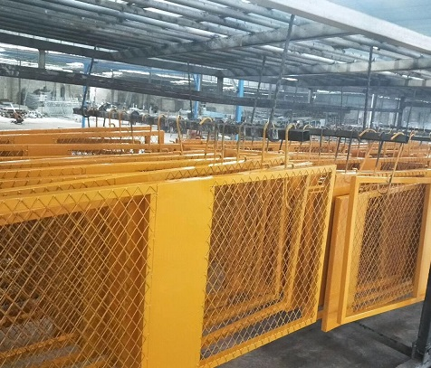 工地安全门的价格范围如何 供应山区广西电梯井口防护栏